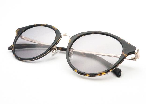 薄めのサングラス